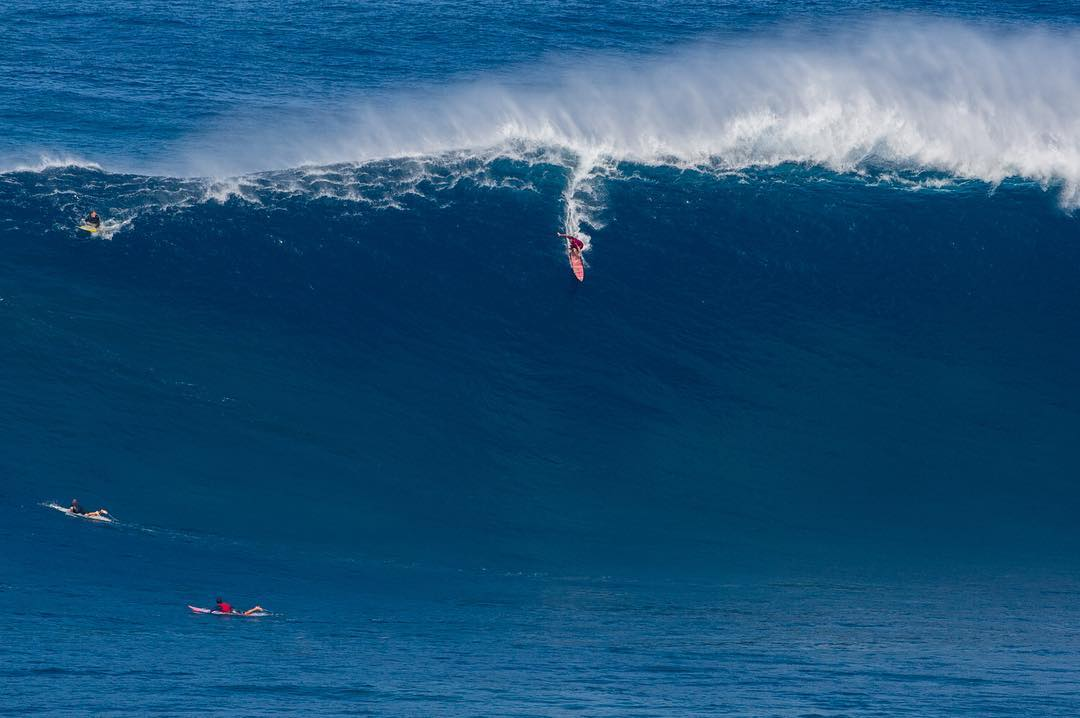 Our World of ❌ Games #BigWaveAwards Show is coming up at 2 pm ET/3 pm PT on ABC! (