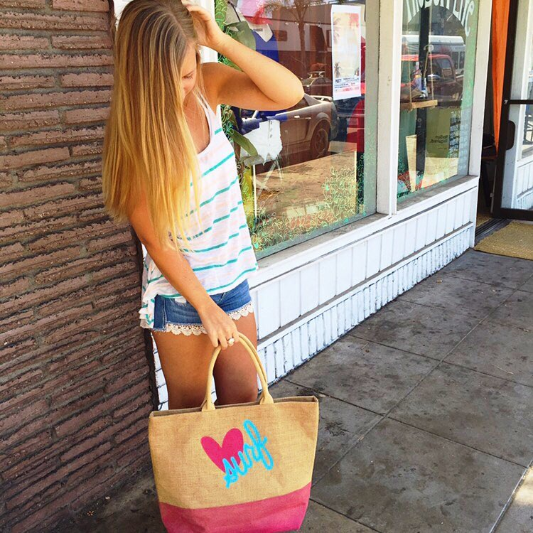 @lindsayluway is ready to get beachin' with this super cute @luvsurfapparel beach tote!