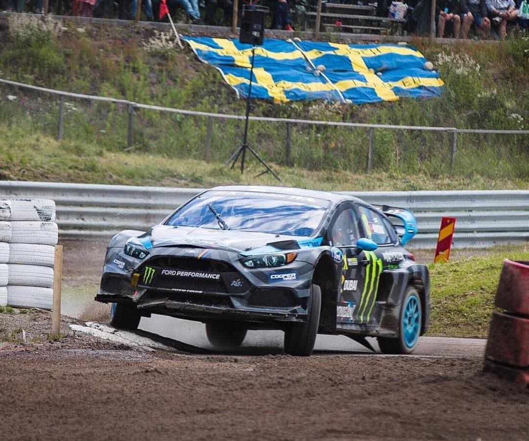 Clipping the curbing with back-to-back winner @andreasbakkerud flexing that damper travel! #WorldRX #hoonigan