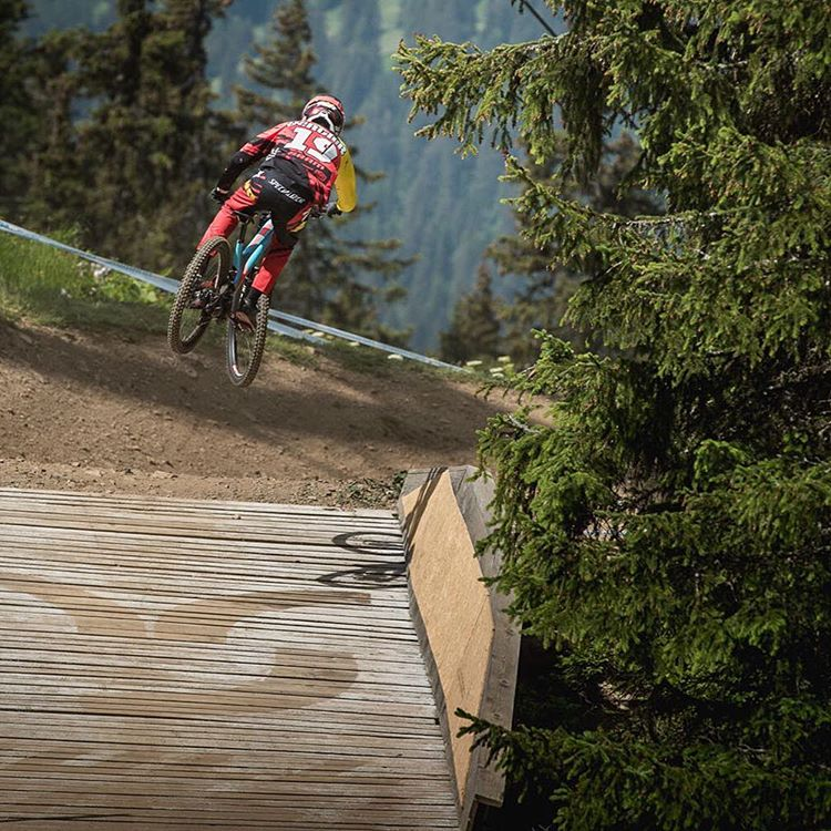 Sender! Check out our full  @teamspecializedgravity World Cup gallery from the past weekends racing at #Lenzerheide >> Sixsixone.com/store/blog/Photo @davetrumporephoto #SixSixOne #661Protection #ProtectFun