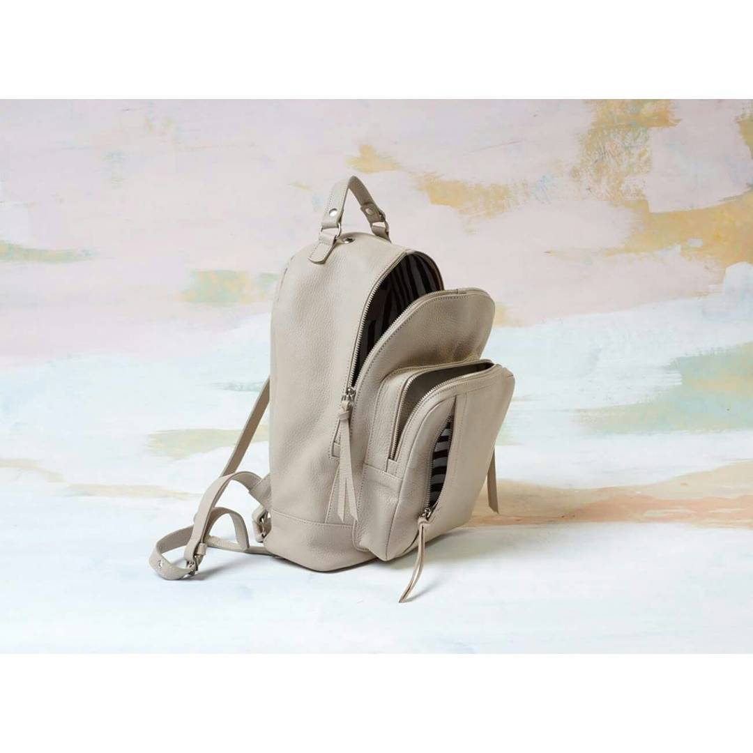 Mochila Nuez unzipped.  #mambobackpacks #nudeleather #handcrafted #buenosaires #shoponline #loveit