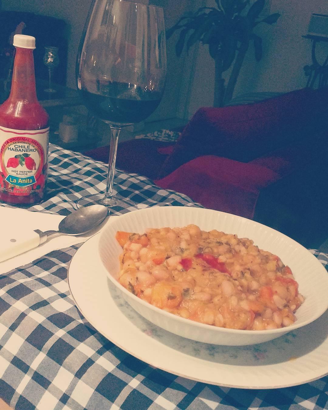 Ohhhhh si!! Locro Veggie + chile habanero + nieto senetiner  Fan de @dona.loli