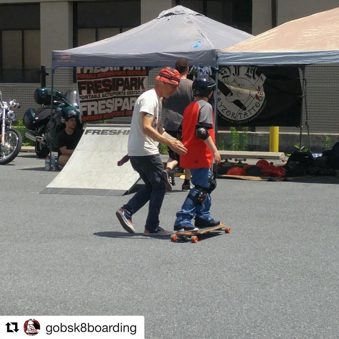 #Repost @gobsk8boarding  Smiles! #instructor #skateboarders #skateboard #skateboarding #skatelife @rayzortattoos @freshpark