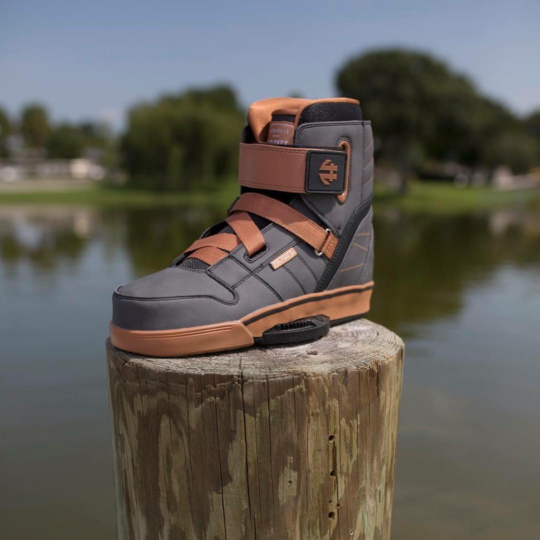 Treat yo feet this summer! 2016 Howls are team favorites for the park and behind the boat #wakeboarding #madewithcareriddenwithout #linkinbio