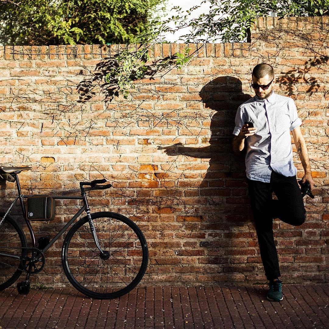 Hoy da para que tu parada técnica sea al sol ! #buenosaires #ciclistas #urbanos