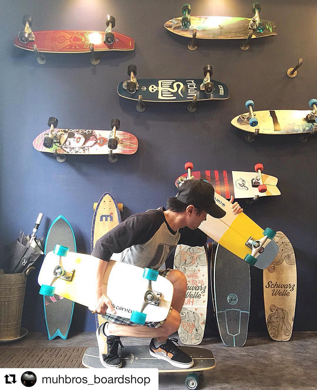 #Repost @muhbros_boardshop (via @repostapp) ・・・ MINI SIMS HOLIC . . #카버 #카버보드 #서프스케이트 #랜드서핑 #운스타그램 #보드타그램 #보드스타그램 #보드 #촬영 #양재천 #영동1교 #영동교오빠들 #무브로스 #무브로스보드샵 #carver #carverskateboards #carverskate #landsurfing #daily #board #skateboard #muhbros...