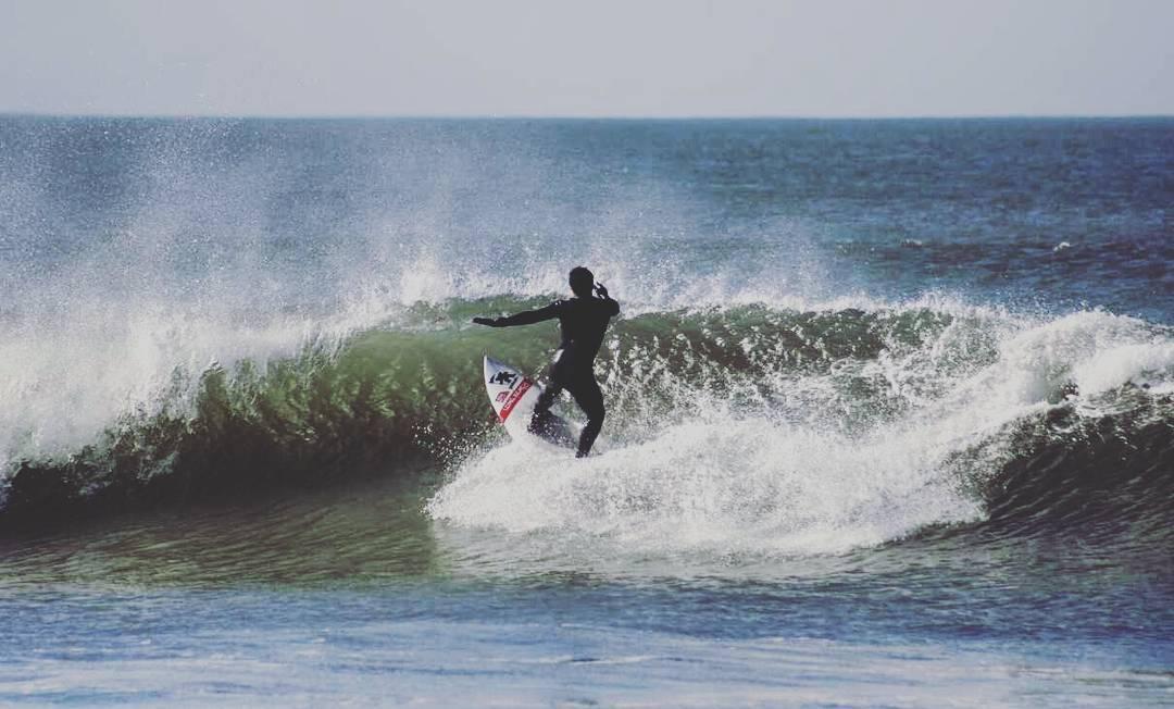 Set...! @frannfulton  Dias de Invierno  #gotcha #surfing #iconsneverdie