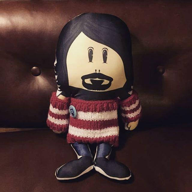 Parece que Dave andaba con frio! Gracias Gustavo Taretto por abrigarlo ☺ #invierno #ff #foofighters #davegrohl #pilgrim #regalos #ohyeah