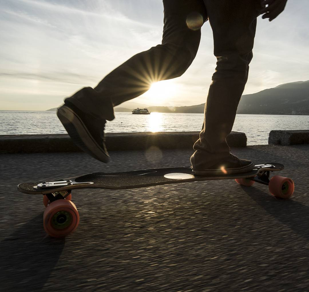 A good morning commute with #LoadedAmbassador @ethancochard and his Loaded Icarus.  Photo: @azanzamike  #LoadedBoards #Icarus #TheIcarus #LoadedIcarus #Orangatang #Orange #Kegels