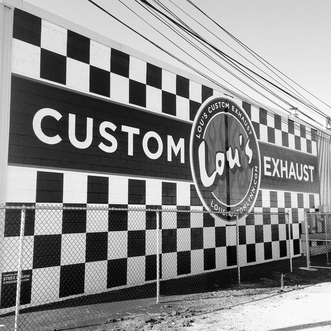 That's a wrap on the @lous_custom_exhaust job in Lynn. Check these out on the Lynnway if you're passing through. #signpainting #lynnma #lynn #steezdesign #mural #handpainted #oneshot #louscustomexhaust