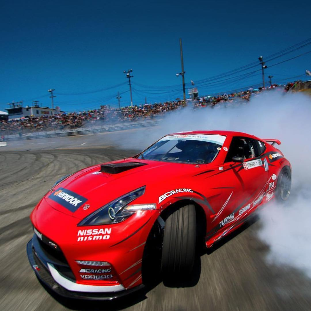 @larry_chen_foto getting up close and personal with @geoffstoneback as he pilots the 1000hp 370z! Who's ready for @formulad Canada? #fdcanada #hoonigan #drift