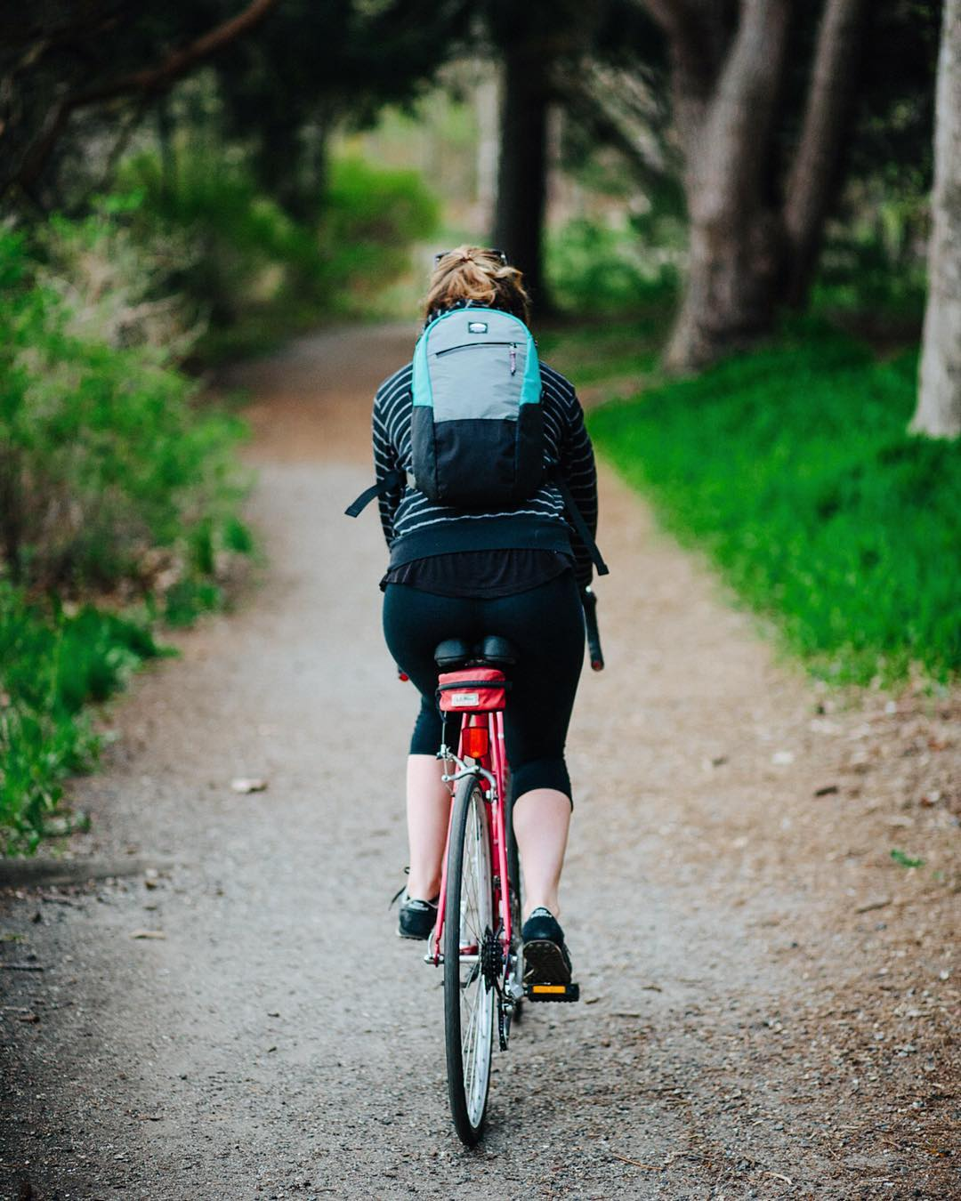The #Flowfold Optimist is a 10L mini backpack for mini adventures. Perfect for the essentials you'd bring on a bike ride or half-day hike, this pack comes with water repellant features to keep contents dry and clean. Find it on preorder for 25% off...