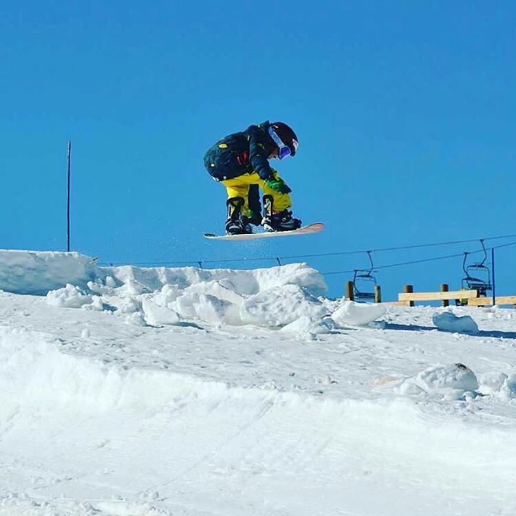 @maddoxpetrina -  Indy grab #snowkids #elcolorado #snowpark #snowboarding #sports #neffnieve #neffargentina #ForeverFun #youreoneofusnow