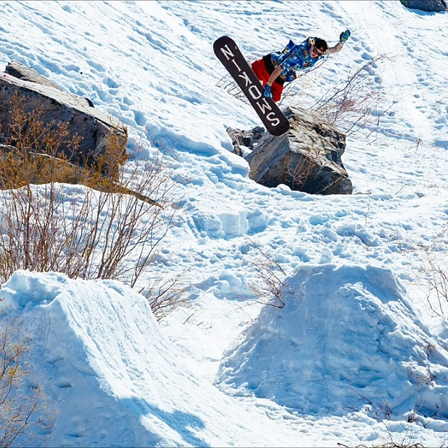 gremlin games went off- @_mikeymarohn with my vote for method of the week. @snowboardmag @bluebirdwaxandsnowboards @homeschool @remindinsoles @gbpgremlinz @famdamlyproductions @instalemi @oakleysnowboarding @deagleheadwear #foridersbyriders...
