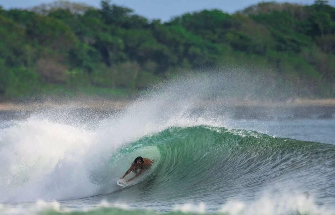 @nahuelrull pegandole lindo en Costa Rica! ⚡☀ ph.@afonseca113 de la revista @7maresmag #ReefTeam #justpassingthrough #reef #7Mlatino #surfinglatino #esencialCR