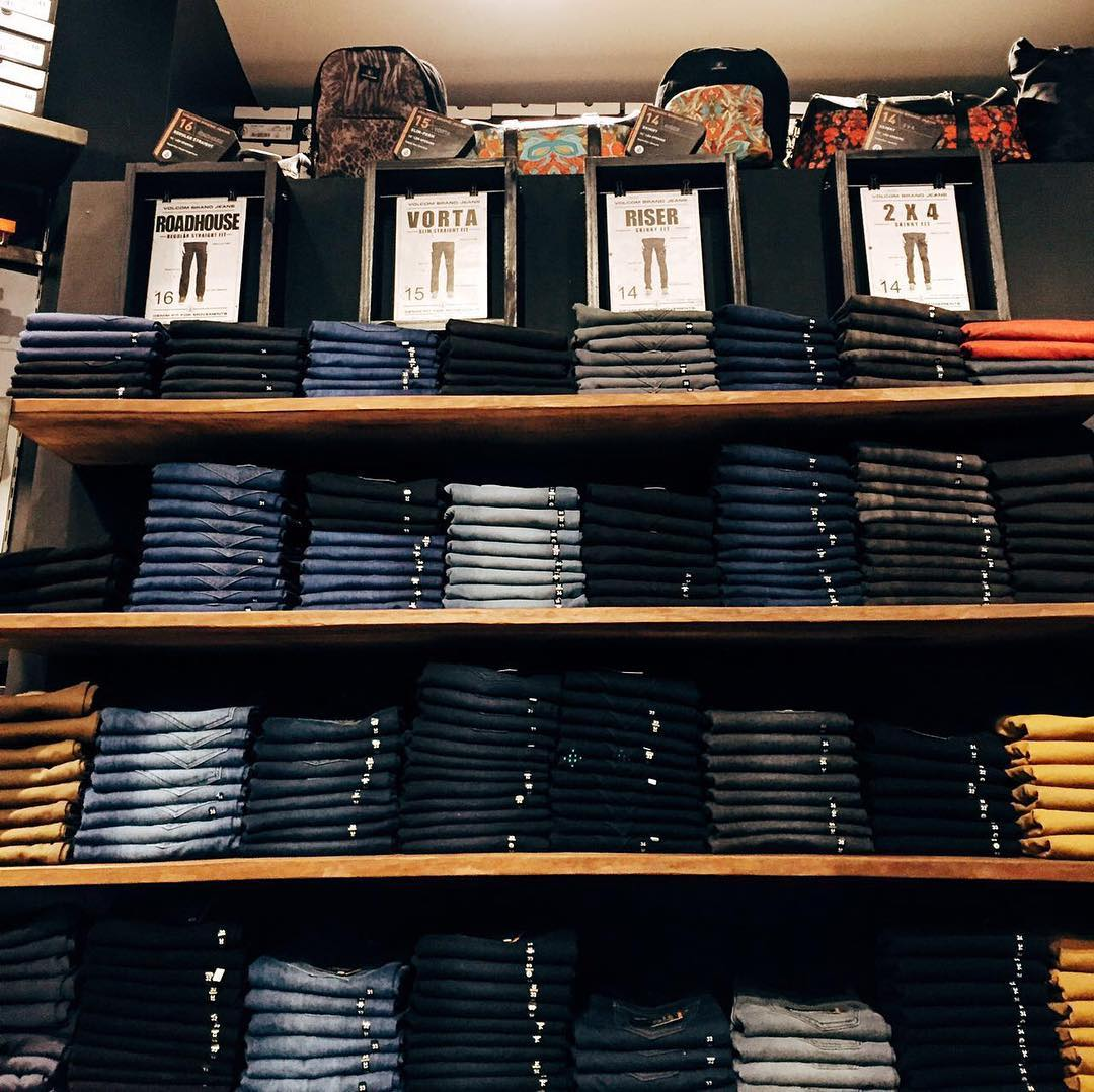 Nuestros #VolcomBrandJeans los esperan mañana en todos nuestros #volcomstores #ttt #VBJ