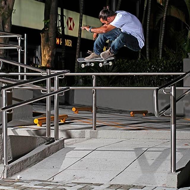"Bs 180 ollie - @rodrigoleal ""Maizena"". Foto: Rossato Lima. #qix #qixskate #skateboardminhavida"