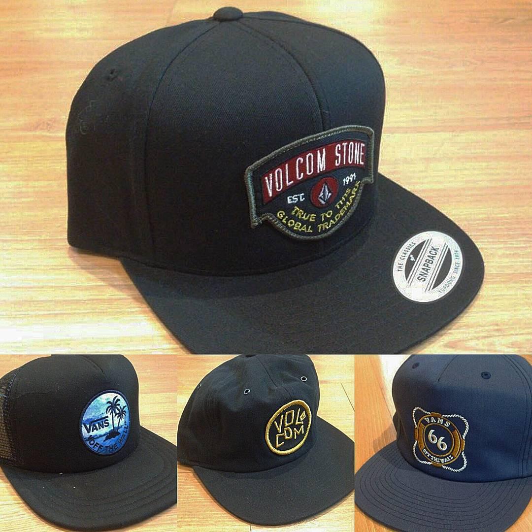 Muchas caps y gorras lana nuevas. #volcom #vans , Huff, Burton, Neff, NikeSB, Official, Thrasher, etc