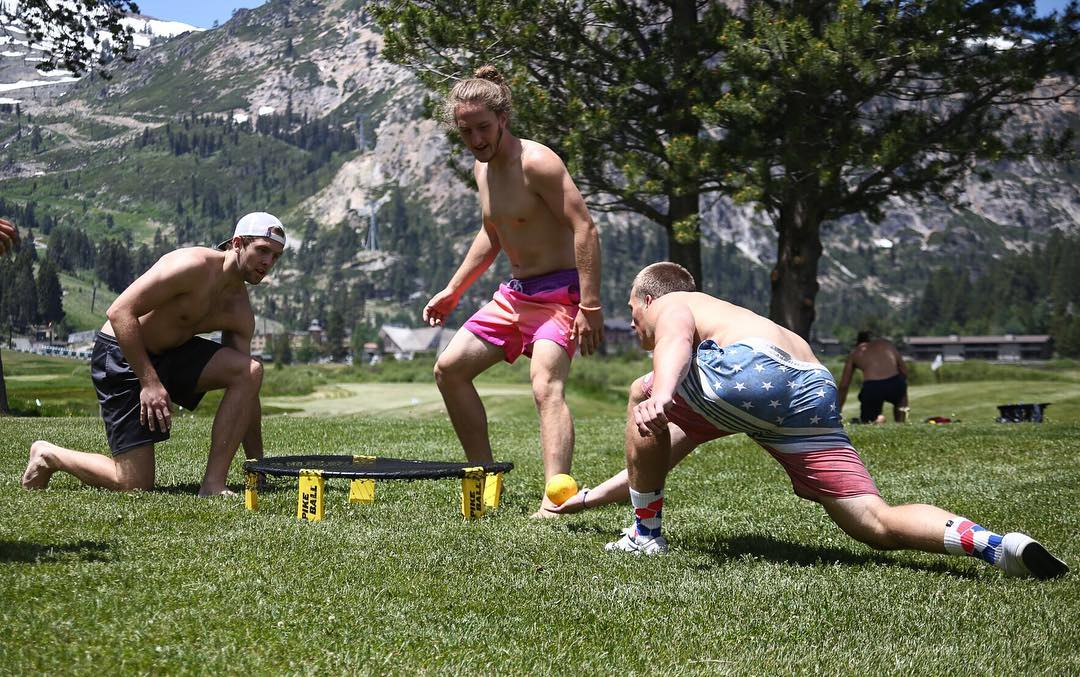 Spiking the #weekend #Spikeball #Yosemite #California #mountains #summertime #California photocred @i.conik #jointhemovement