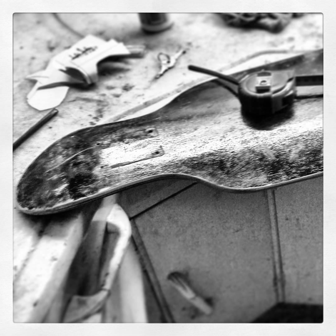 Hoy, hace tres años testeando un modelo que finalmente nunca salió a la venta, será esta su hora? #Cruiser #pumping #carving #carver #freestyle #slyskateboards #dominalascalles