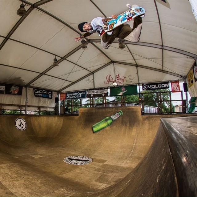 Bs air do @caiquesilvaskt na pista do Mystic Sk8 Cup. Foto: Jovani Prochnov. #qix #qixskate #skateboardminhavida