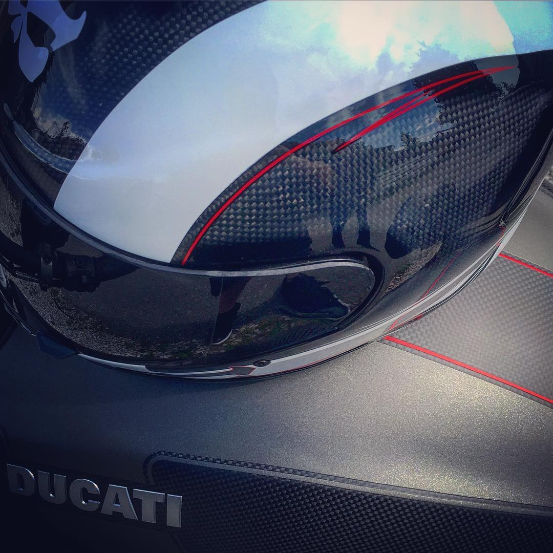 Italian craftsmanship and #Kalifornia technology all wrapped up in #carbonfiber  @ducatistagram @kali_motorsports #diavel