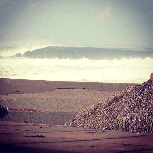 "Photo of the day from Mexico: ""Pascuales is so sick!! (This Saturday) Not for cardiac people... 30ft"" — Awesome · Head+++ (8ft+) · Glassy · Few People (via Rafael Llerenas) — at Pascuales #goFlow #Surf #Mexico #Bigwaves"