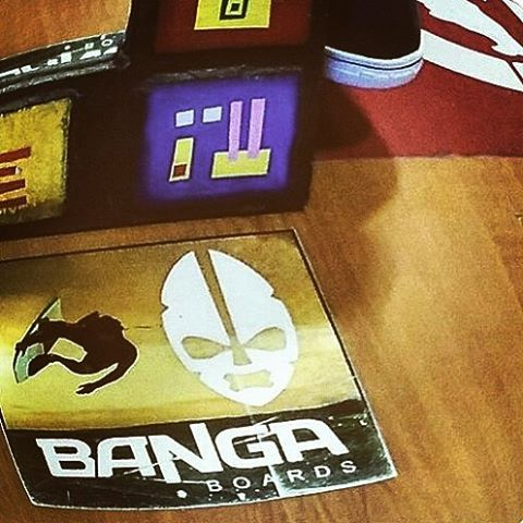 Necesitamos nuevos stickers.. #stickers #calcomanias #skate #skategirl #skating #longboard #longboardgirl #bodyboard #surf #surfgirl #surfing #urban #street #streetstyle #rad #trash #argentina #brasil #chile #peru #venezuela #puertorico #panama