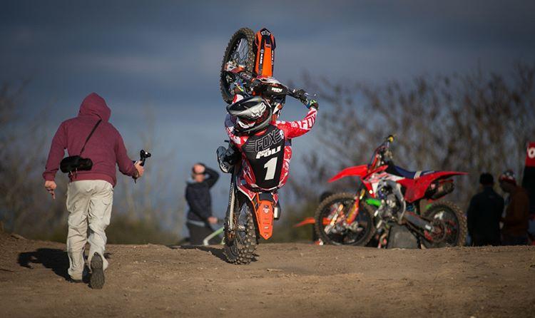 Corre porque le gusta, gana porque es el mejor, usa Fox.  @joaquinpoli199 Campeón Argentino del Motocross en la categoría MX1, retratado por @nico_jimenez_fotos durante un entrenamiento este fin de semana.  #FoxHeadArgentina #RidersFox #MotocrossEsFox