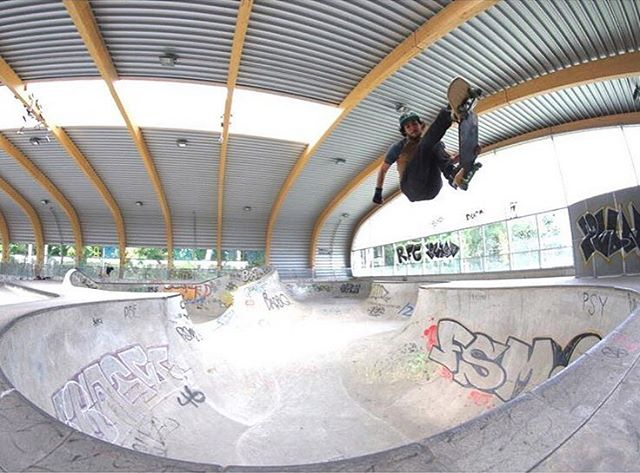 Up, up, and away. @davidstreetboard putting the