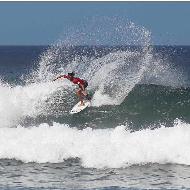 Desde Nicaragua, nuestro rider @nahuelrull representándonos en las olas ✌