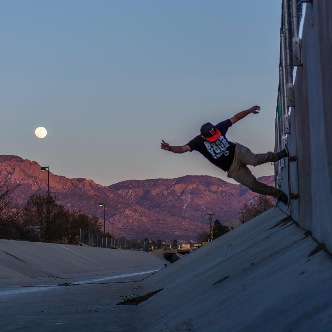 As the moon slowly rises, @deadbear13 hangs onto the dying light.  Photo | @thegerkgnar #paristrucks