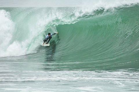 @juanarca1 pasa de la mejor manera a la próxima ronda en El Gringo!! La mejor ola para él con 9 puntos!!
