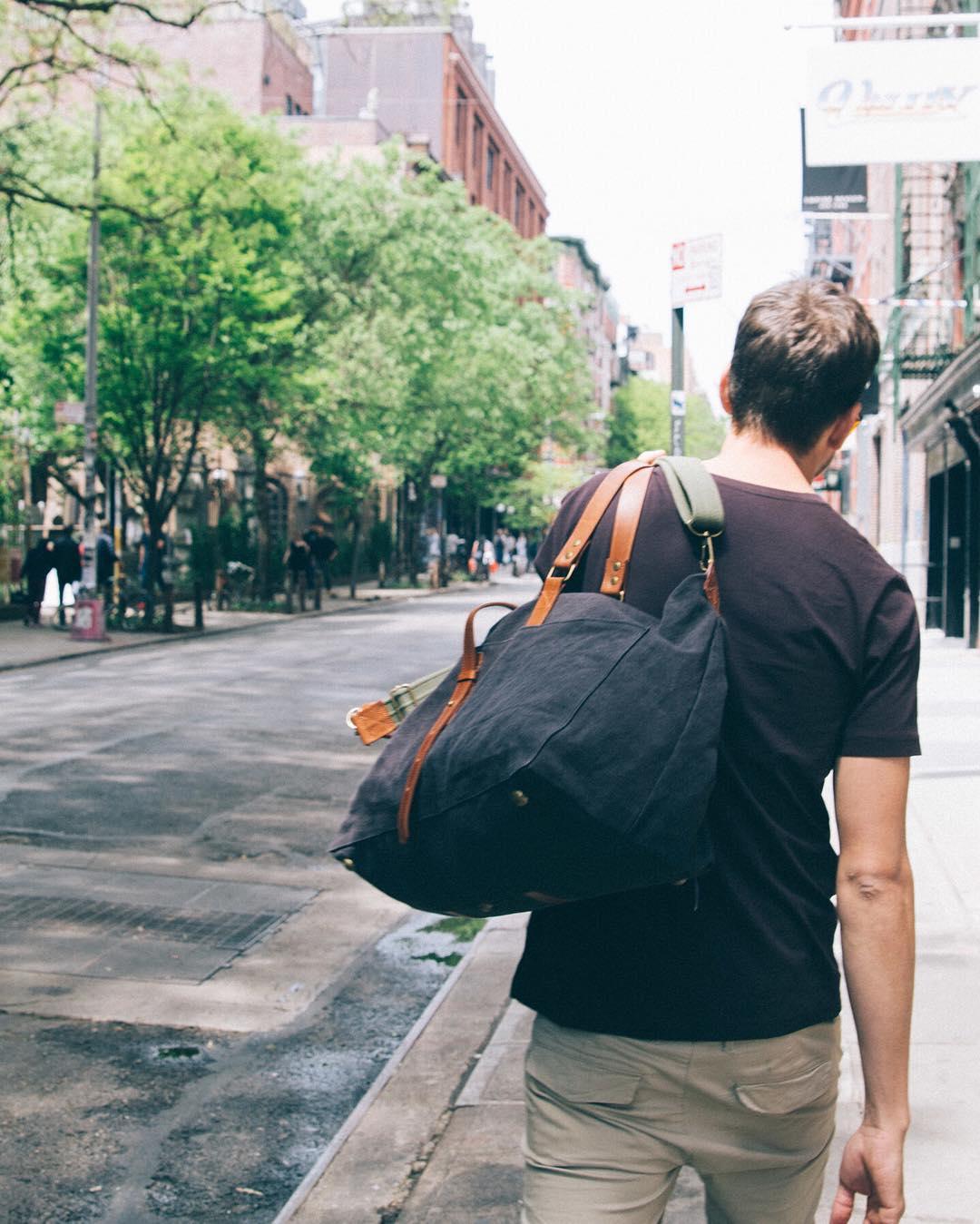 Weekender para toda la semana. Irvington en stock!  www.tinchoandlola.com ---- #tinchoandlola #tincholife #recycledstories #mochilas #cuero #algodon #diseño #diseñoargentino #buenosaires #argentina  #style #fashion #backpack #leather #cotton #canvas...