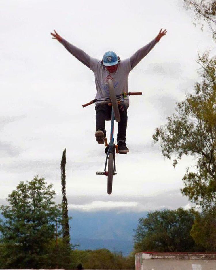 Mucho estilo el de Guido Vildoza! BMX para arrancar la noche de Martes! #teamwow #riderwow #wowbmx