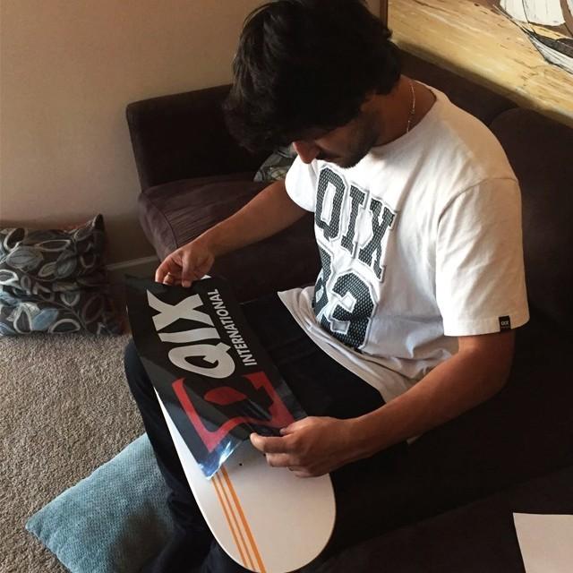 Kelvin Hoefler se preparando para a sessão. Foto: Luiz Neto. #qix #qixskate #skateboardminhavida #kelvinhoefler