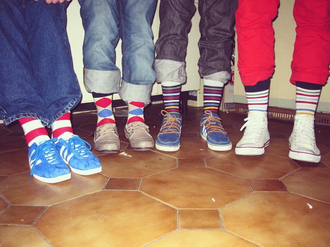 Cuando la moda todavía no es moda, y los amigos siempre son los amigos. Feliz día! #amigos #vintage #suarez #hace4años #MediasConOnda #AmigosConOnda