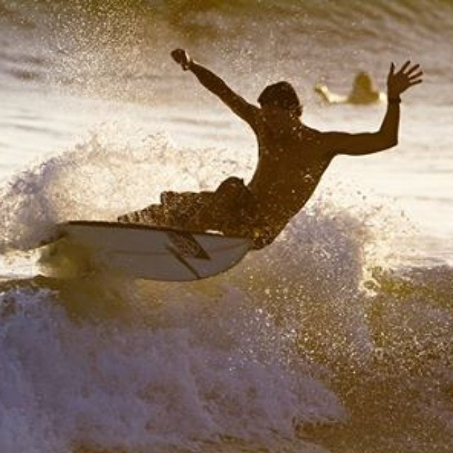 @luismaiturria disfrutando las olas de Costa Rica. #soul #surfing #waves  #reefargentina