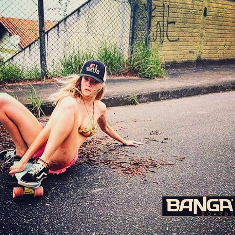 Derrapandooo  #skate #skategirl #skating #longboard #longboardgirl #bodyboard #surf #surfgirl #surfing #urban #street #streetstyle #verde #green #argentina #brasil #chile #peru #venezuela #rad