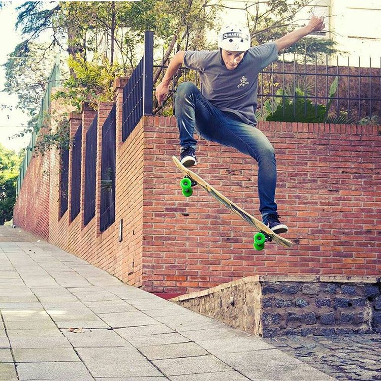 @thomasdtf_  skateboarding Buenos Aires !! #maetuanis #surf #surfing #longboard #longboarding #skate #skateboarding #buenosaires