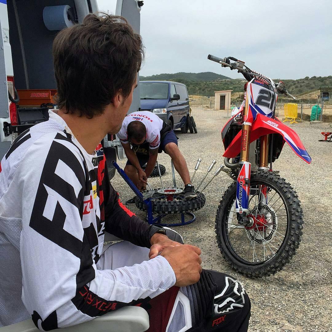 @gautierpaulin -  Did some tire testing today @ridedunlop  Essai pneu aujourd'hui. #foxhead #foxheadargentina