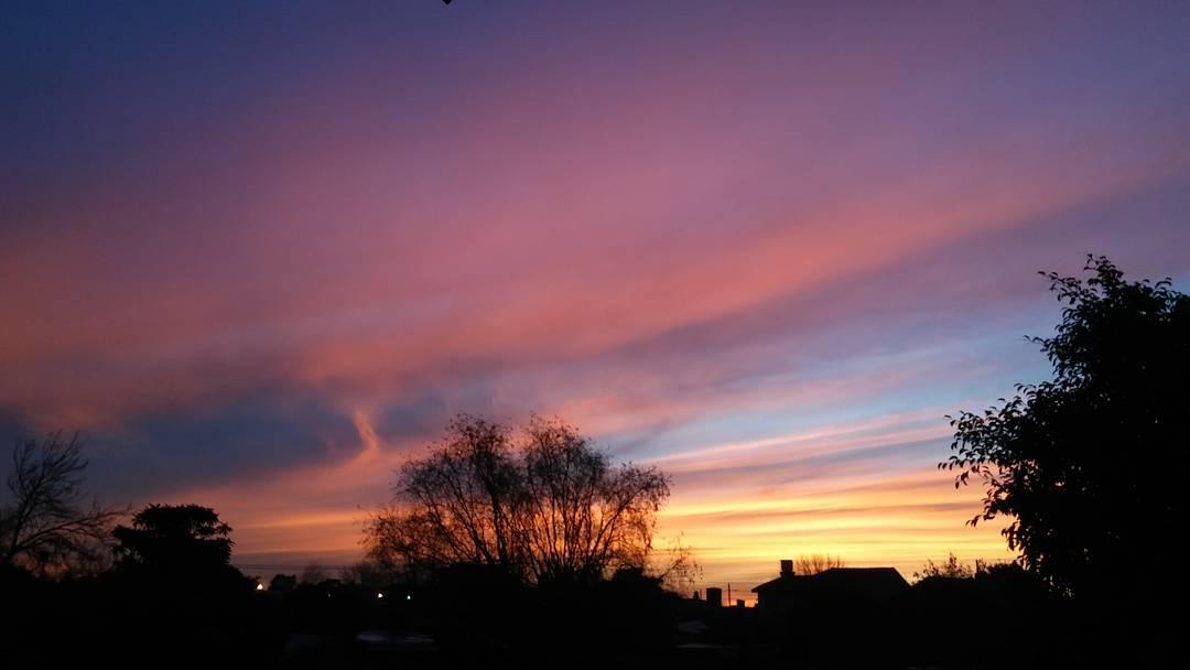 Miremos al cielo, reduzcamos a nada la distanciaque hay en medio. #ph #cielo #sky #caeelsol #atardecer #tramonto #sunset #sinfiltro #igargentina #instamoment #lgg4