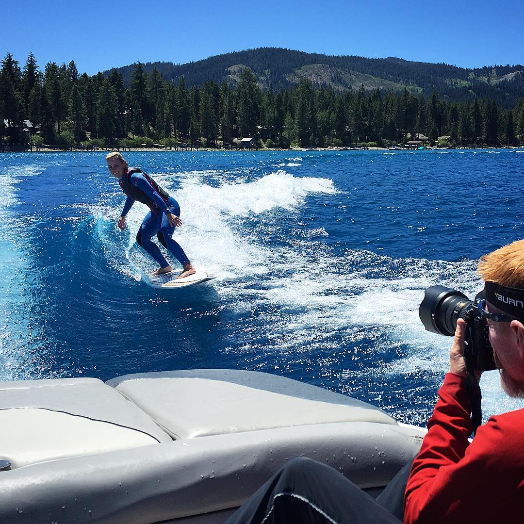 #InAweOfTheNaa ✨✨ @shawnakorgan thinking about the perfect #bottomturn last week on #LakeTahoe | Man behind the glass: @johnlynch1964 #madluv #stokepitted