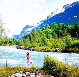 #miolagirls… summer in the great outdoors! ☀️ || @insta_susi in our Reversible Wrap Top || #getoutthere #summervacation #norway #greatoutdoors