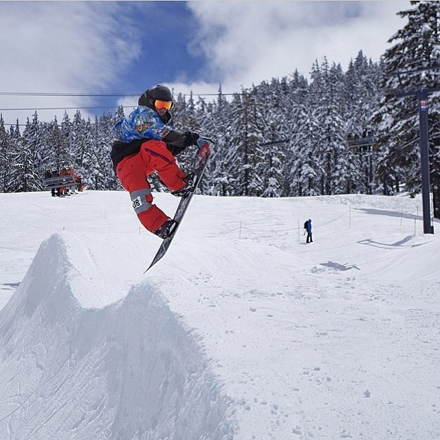 @_mikeymarohn is a busy shred dog. Last weekend @mtbachelor for the big wave challenge. We love seatbelts , shot glasses and roast beef here at Smokin. #foridersbyriders #handmadelaketahoe #smOKin