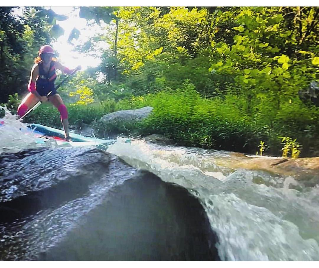@potomacsurfer charging her #HalaLuya down Little Falls on the Potomac River.  #halagear #adventuredesigned #paddlewithfriends #isup #inflatable #standuppaddle #paddleboarding #suplifestyle #adventurers #sup #supthemag #repostmysup #stand_up_paddle...
