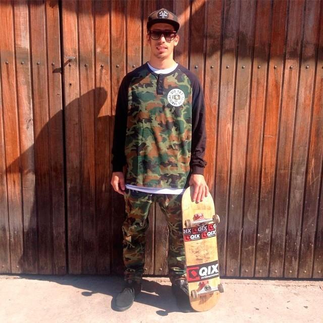 Estilo soldier! Pablo Cavalari pronto para a sessão pelas ruas de Sorocaba - SP. #qix #qixskate #skateboardminhavida