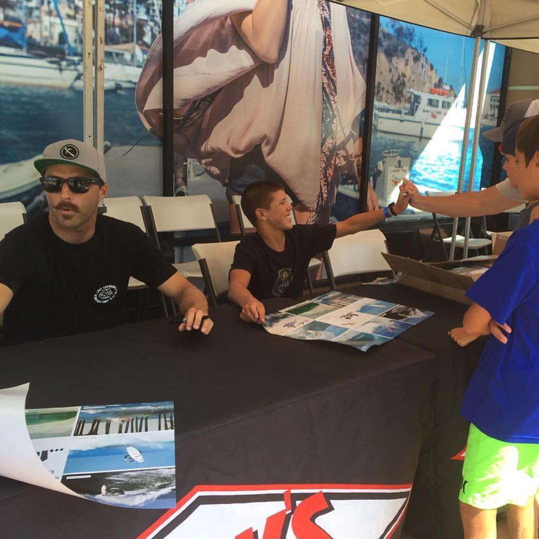 @davideconomos and @bigdeluxe_ at the @jackssurfboards signing today during the US Open