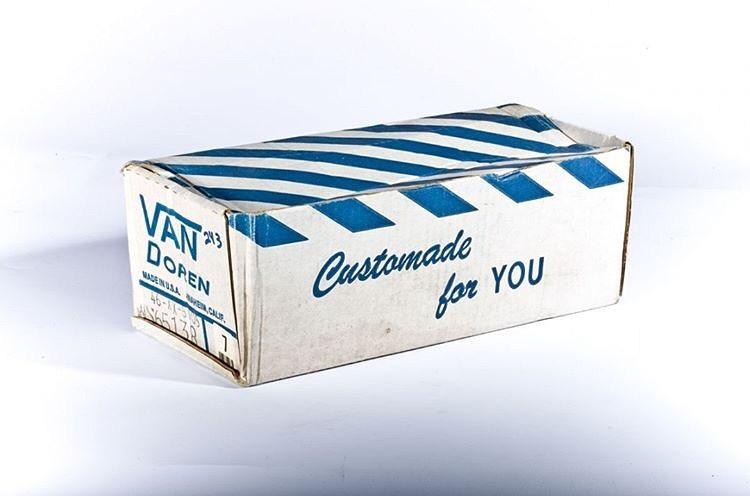 Las primeras cajas venían en 3 colores distintos: azul para hombres, rosa para mujeres y verde para los más chicos. The Original #Since66