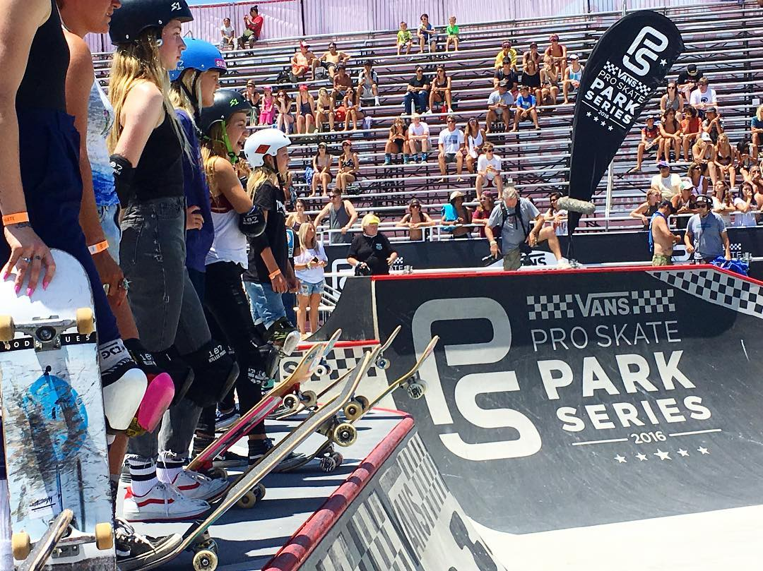 The WOMENS skate contest is going on tomorrow in the bowl so these badasses are practicing today while WOMENS surf round 1 is going on in the water #vansusopenofsurf #usopenofsurfing #vansusopen2016 #vansusopen #vans #skate #skateboard #production...